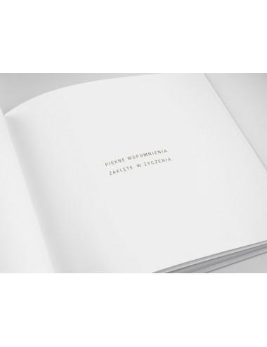 Księga gości ze złotymi okuciami
