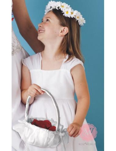 Biały koszyk na płatki kwiatów